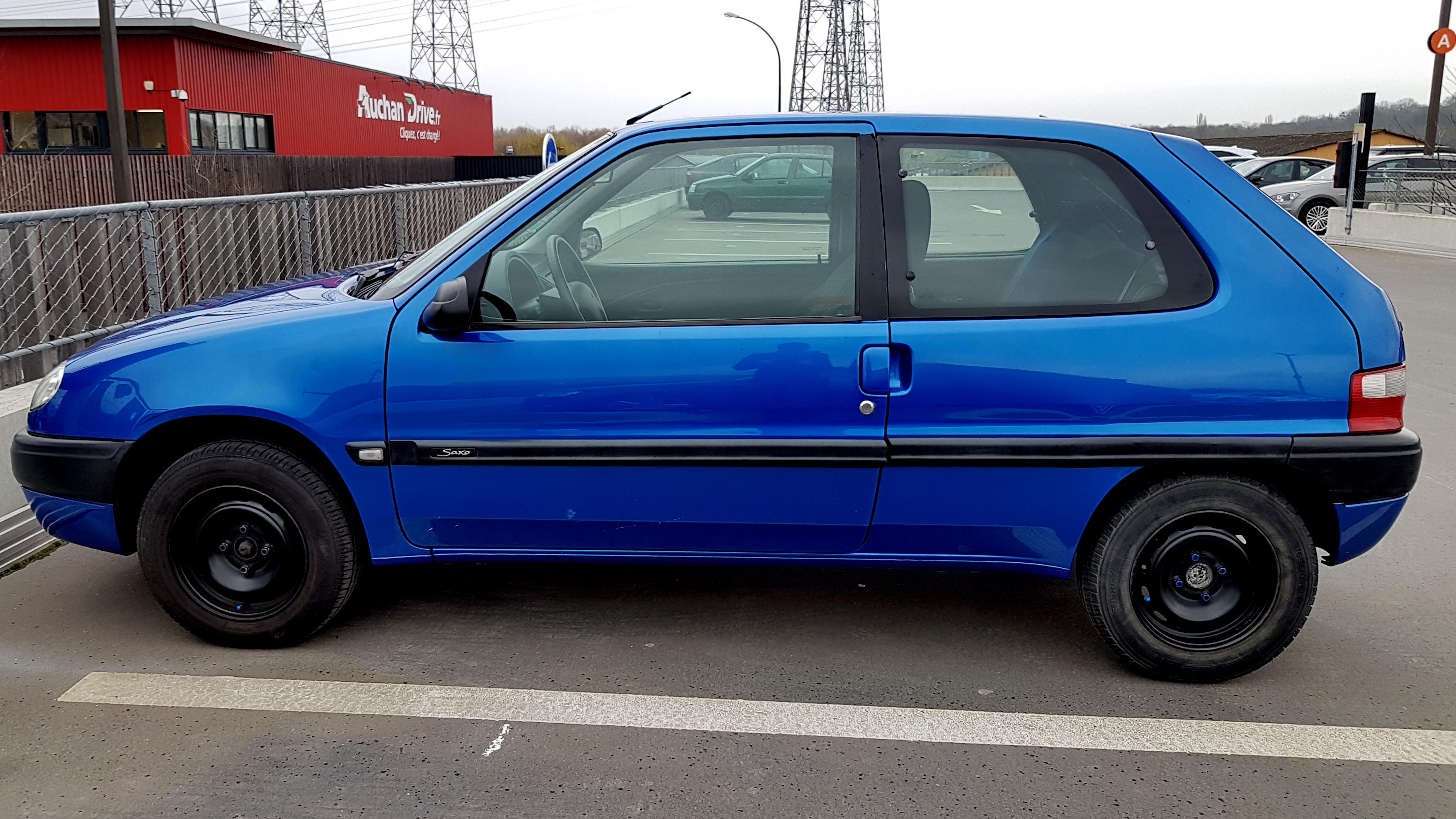 citroen_saxo_exterieur_3 Citroën saxo porte pneu vitre custode