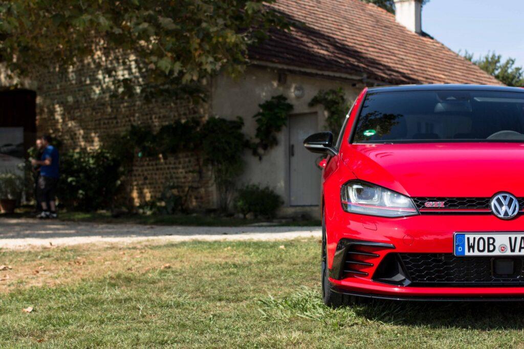 Volkswagen_Golf_GTI_7