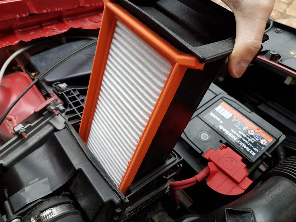 Filtre à air neuf dans la boite à air, Dacia Sandero TCe 90